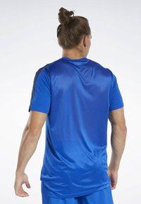 Reebok - WORKOUT READY TECH TEE - Print T-shirt - blue - 2