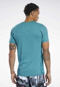 Reebok - REEBOK  MOVE TEE - T-shirts print - teal - 1