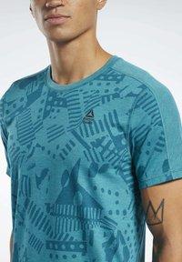 Reebok - REEBOK  MOVE TEE - T-shirts print - teal - 4