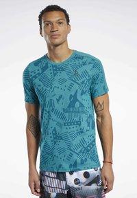 Reebok - REEBOK  MOVE TEE - T-shirts print - teal - 0
