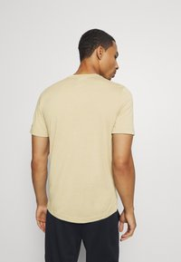 Reebok - READ TEE - Camiseta estampada - beige - 2