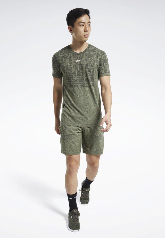 UNITED BY FITNESS MYOKNIT - T-shirt print - green