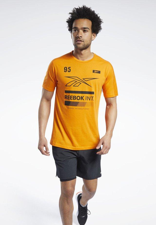 SPEEDWICK GRAPHIC MOVE T-SHIRT - T-shirt print - orange
