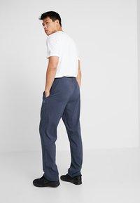 Reebok - TRAINING ESSENTIALS - Pantalon de survêtement - dark blue - 2