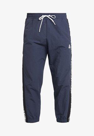 MEET YOU THERE TRAINING 7/8 JOGGER PANTS - Pantalones deportivos - navy