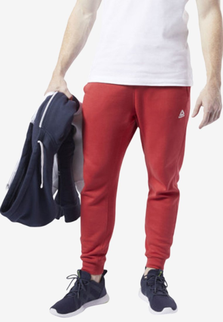 Reebok - TRAINING ESSENTIALS LOGO JOGGER PANTS - Jogginghose - rebel red