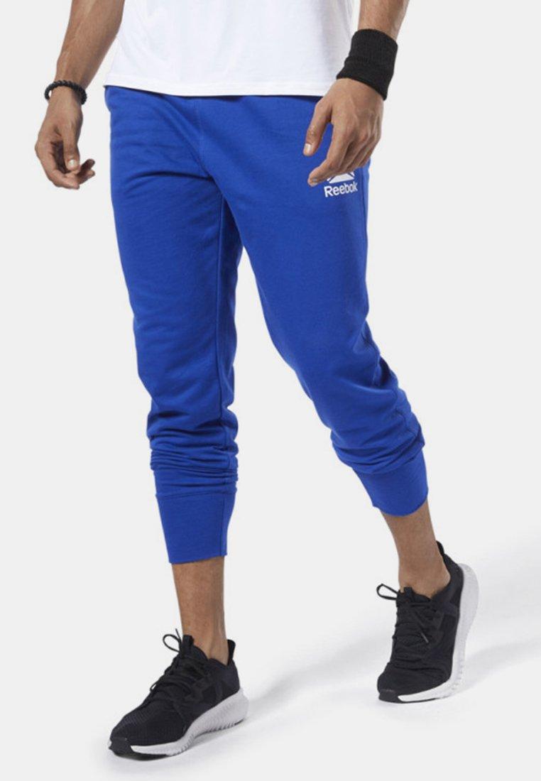 Reebok - TRAINING ESSENTIALS LOGO JOGGER PANTS - Trainingsbroek - blue