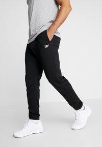 Reebok - CUFFED PANT - Pantalon de survêtement - black - 0