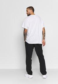 Reebok - Pantalon de survêtement - black - 2