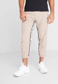 Reebok - 7/8 PANT - Pantalon de survêtement - beige - 0