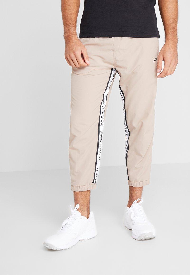 Reebok - 7/8 PANT - Pantalon de survêtement - beige