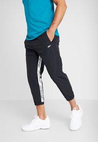 Reebok - 7/8 PANT - Pantalones deportivos - black - 0