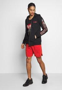 Reebok - EPIC SHORT - Pantalón corto de deporte - red - 1