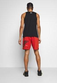 Reebok - EPIC SHORT - Pantalón corto de deporte - red - 2