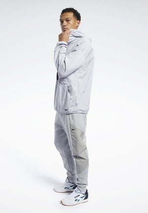 TRAINING SUPPLY JOGGERS - Tracksuit bottoms - gray