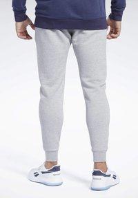 Reebok - TRAINING ESSENTIALS PANTS - Jogginghose - gray - 2