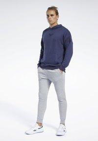 Reebok - TRAINING ESSENTIALS PANTS - Jogginghose - gray - 1