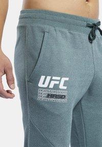 Reebok - UFC FG FIGHT WEEK JOGGERS - Pantalon de survêtement - ivy green - 4