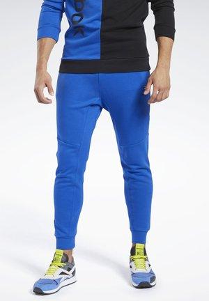 TRAINING ESSENTIALS LINEAR LOGO JOGGERS - Pantalon de survêtement - humble blue