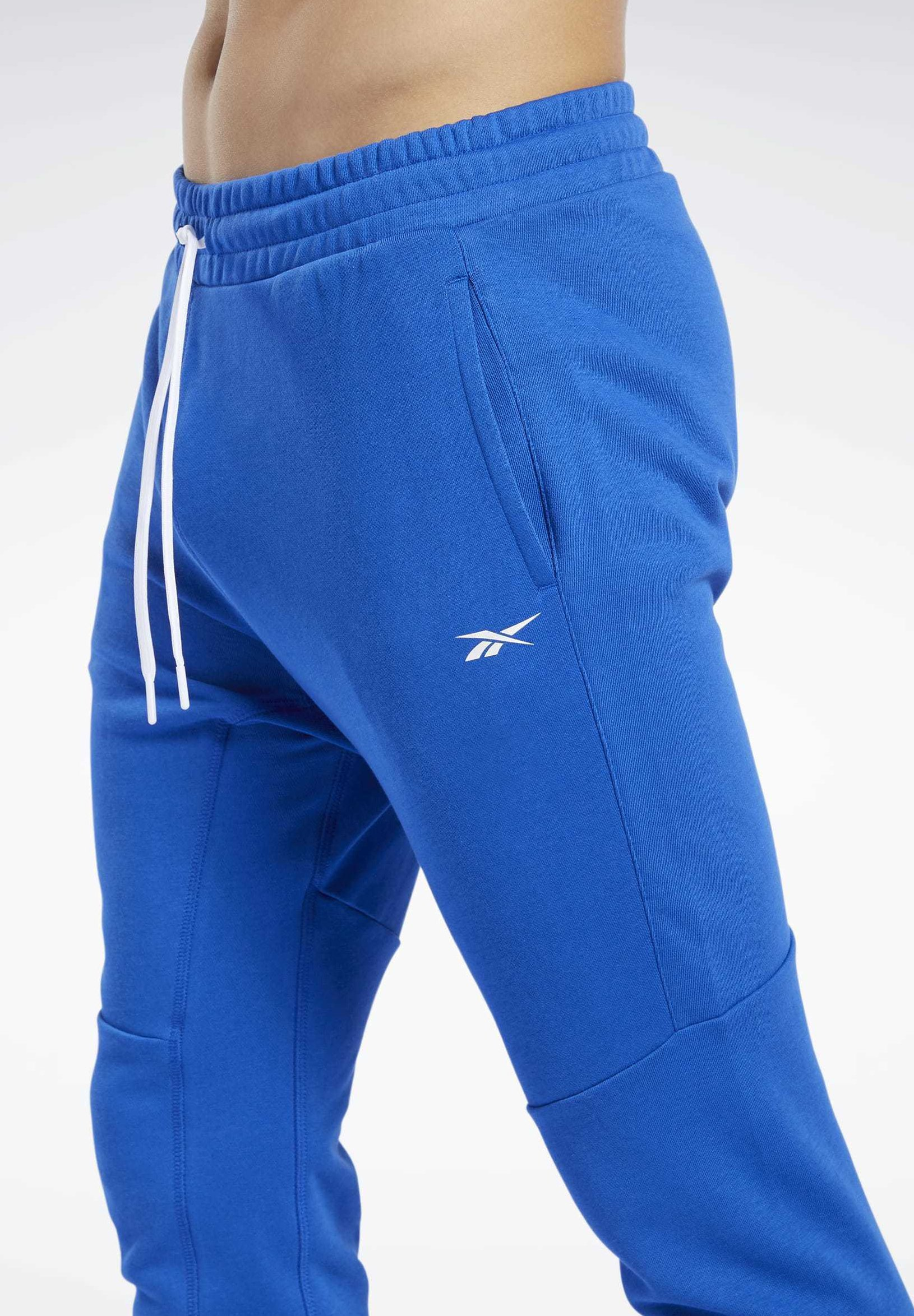 TRAINING ESSENTIALS LINEAR LOGO JOGGERS Joggebukse humble blue