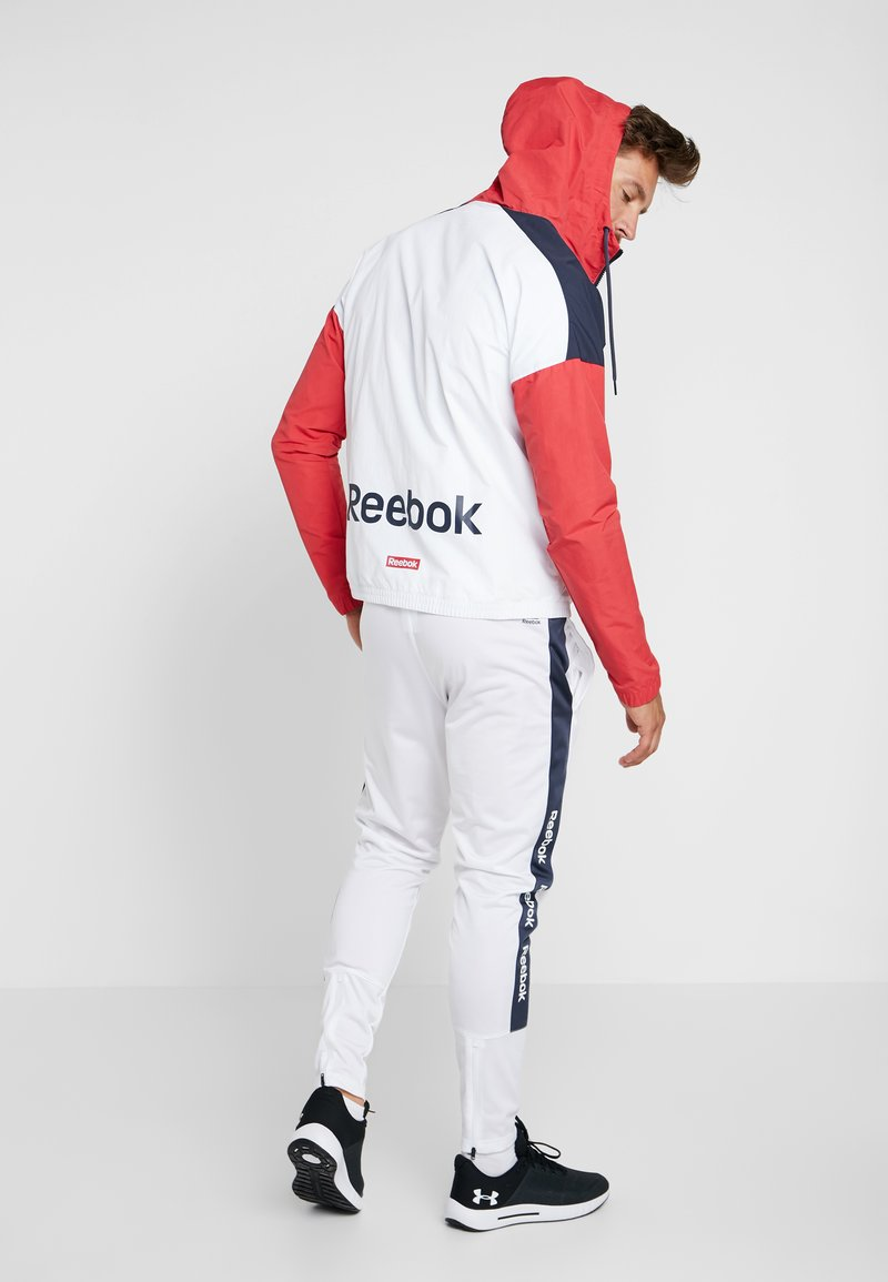 Reebok - TRAINING ESSENTIALS LINEAR LOGO - Windbreaker - rebred