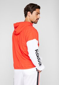 Reebok - LINEAR LOGO - Veste coupe-vent - red - 2