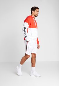 Reebok - LINEAR LOGO - Veste coupe-vent - red - 1