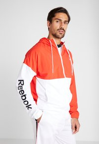 Reebok - LINEAR LOGO - Veste coupe-vent - red - 0