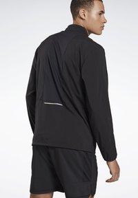 Reebok - RUNNING ESSENTIALS WIND JACKET - Sports jacket - black - 2