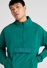 Reebok - MEET YOU THERE 1/2 ZIP JACKET - Träningsjacka - green - 3