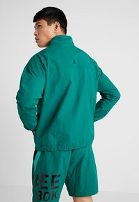 Reebok - MEET YOU THERE 1/2 ZIP JACKET - Träningsjacka - green - 2