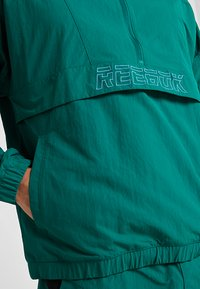 Reebok - MEET YOU THERE 1/2 ZIP JACKET - Träningsjacka - green - 4