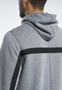 Reebok - WORKOUT READY HOODIE - veste en sweat zippée - grey - 4