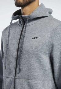 Reebok - WORKOUT READY HOODIE - veste en sweat zippée - grey - 3