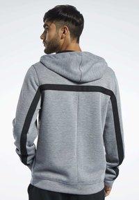 Reebok - WORKOUT READY HOODIE - veste en sweat zippée - grey - 2