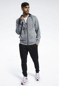 Reebok - WORKOUT READY HOODIE - veste en sweat zippée - grey - 1