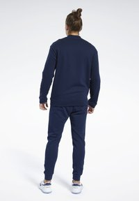 Reebok - TRAINING ESSENTIALS TRACK SUIT - Träningsset - blue - 2