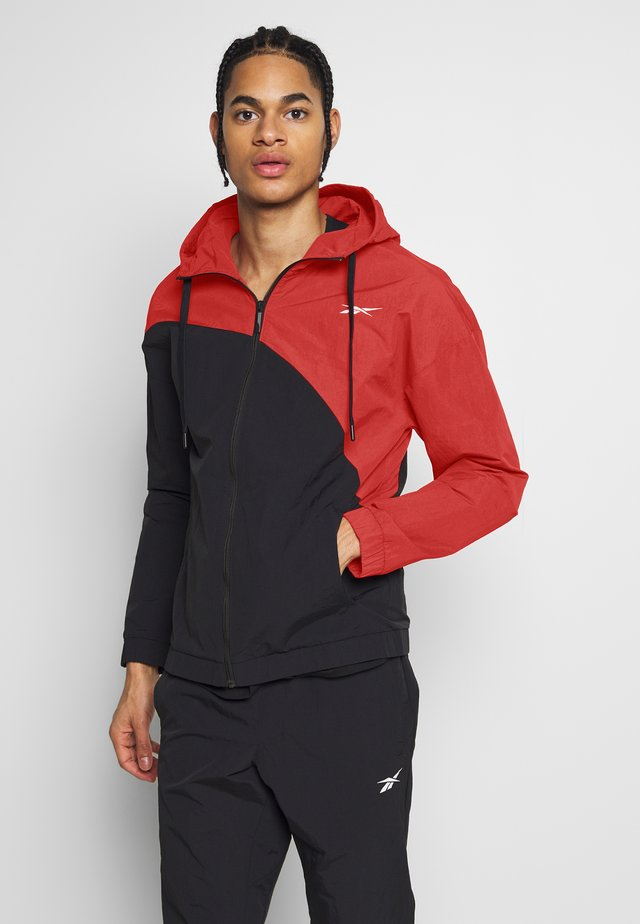 TRACKSUIT - Trainingsanzug - red/black