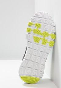Reebok - YOURFLEX TRAIN 10 - Sportschoenen - black/alloy/neon lime - 5