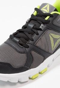 Reebok - YOURFLEX TRAIN 10 - Sportschoenen - black/alloy/neon lime - 2