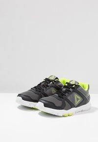 Reebok - YOURFLEX TRAIN 10 - Sportschoenen - black/alloy/neon lime - 3
