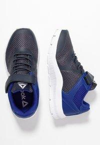 Reebok - RUSH RUNNER ALT - Chaussures de running neutres - navy/cobalt/silver - 0