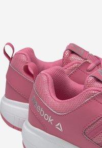 Reebok - ROAD SUPREME - Hardloopschoenen neutraal - pink/iridescent - 4