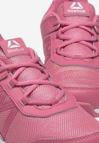 Reebok - ROAD SUPREME - Hardloopschoenen neutraal - pink/iridescent - 5