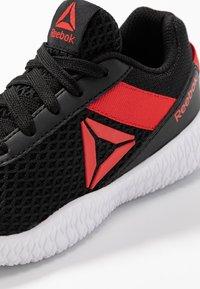 Reebok - FLEXAGON ENERGY - Sportschoenen - black/red - 2