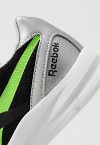 Reebok - RUSH RUNNER 2.0 - Zapatillas de running neutras - black/silvermetallic/simple green - 5