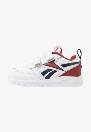 ALMOTIO 5.0 - Neutrální běžecké boty - white/red/collegiate navy