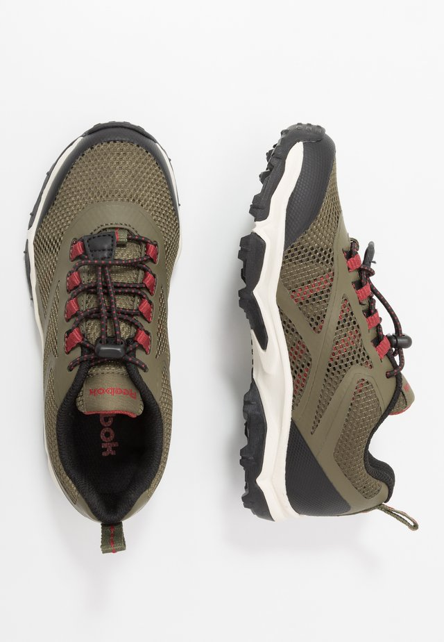 RUGGED RUNNER - Trail hardloopschoenen - army green/black/red