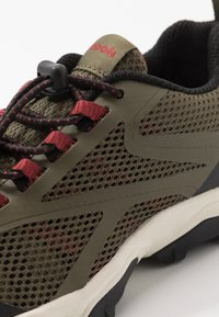 Reebok - RUGGED RUNNER - Běžecké boty do terénu - army green/black/red - 2