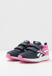 Reebok - ALMOTIO 5.0 2V - Obuwie do biegania treningowe - core navy/posh pink/white - 3